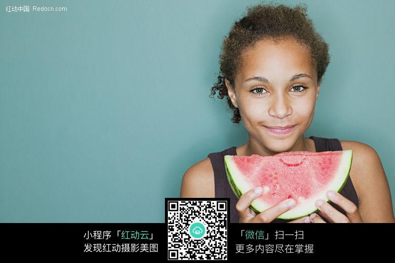 吃西瓜的黑人女孩071图片
