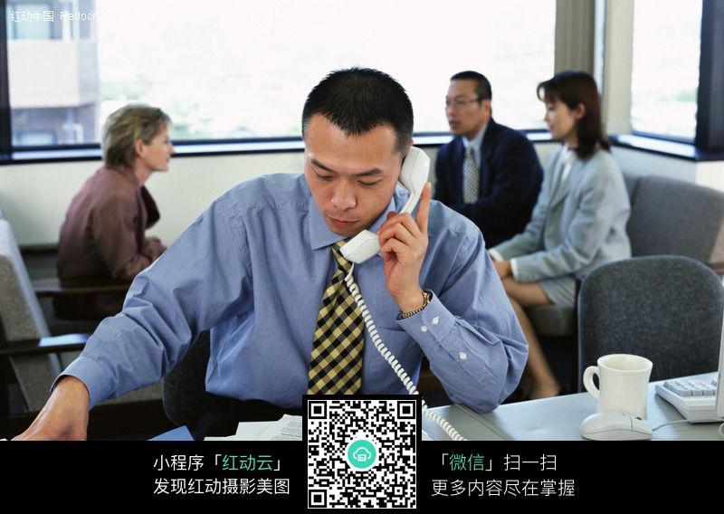 打电话谈业务056图片