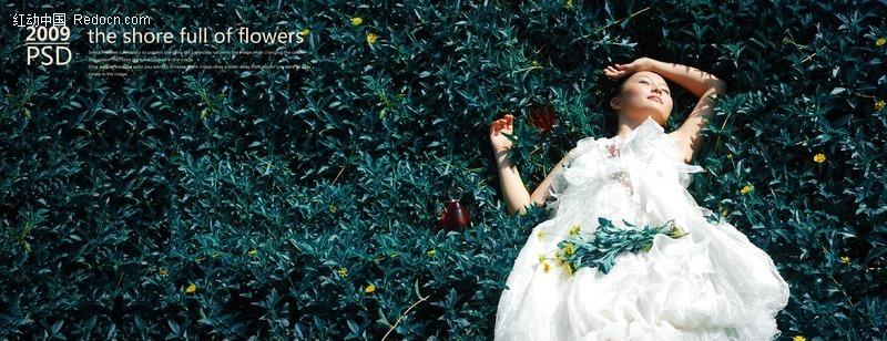 躺在花丛中的美女