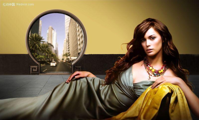 躺着的金发美女 人物