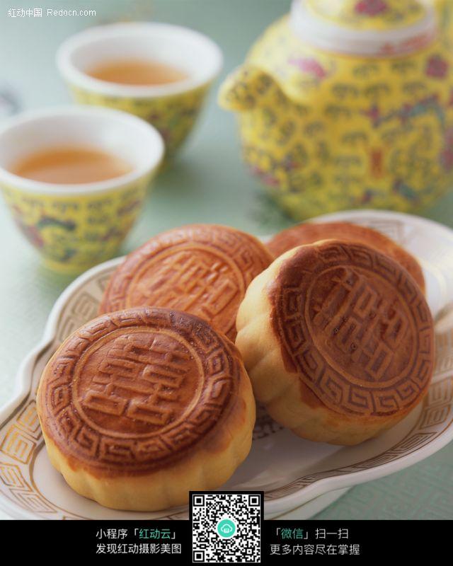 中国八月十五吃的月饼图片