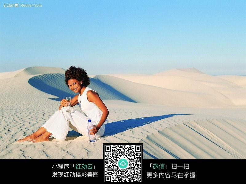沙漠美女图片 日常生活图片