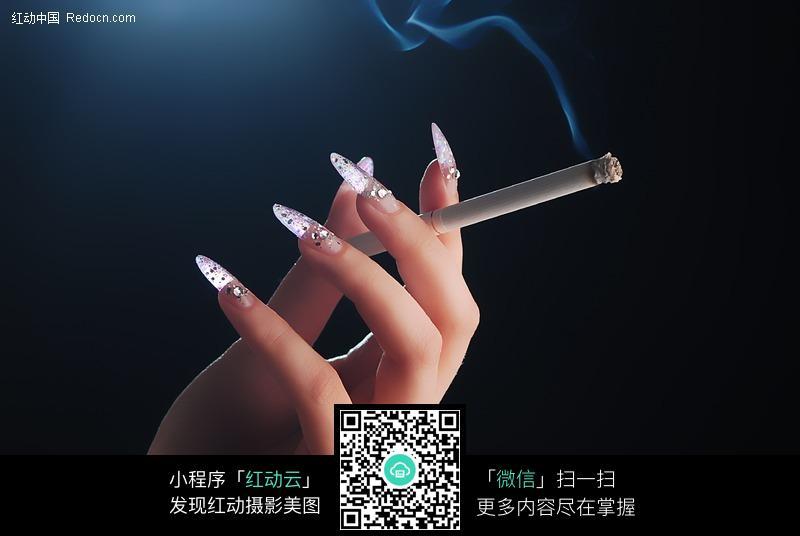 嫩自b图片_拿着香烟的美甲嫩手