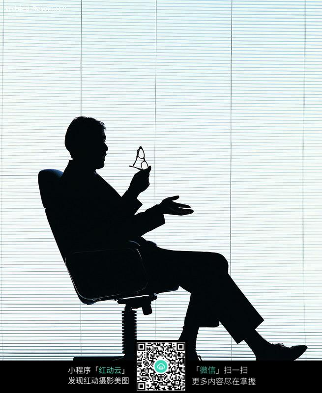素材下载 图片素材 人物图片 男性男人 > 坐在椅子上的男人剪影图片