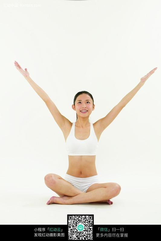练瑜伽的美女图片