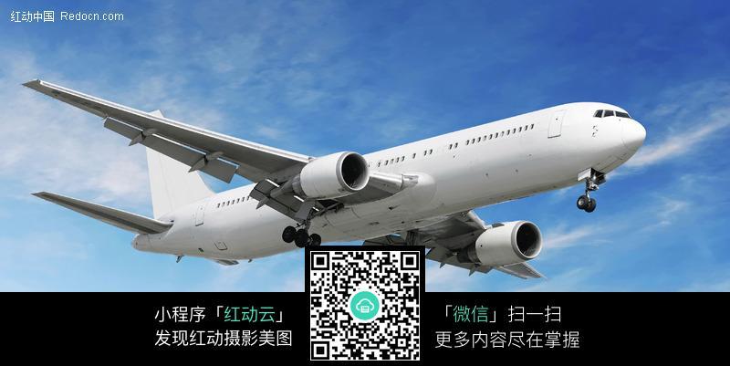 飞行中的飞机图片_交通工具图片