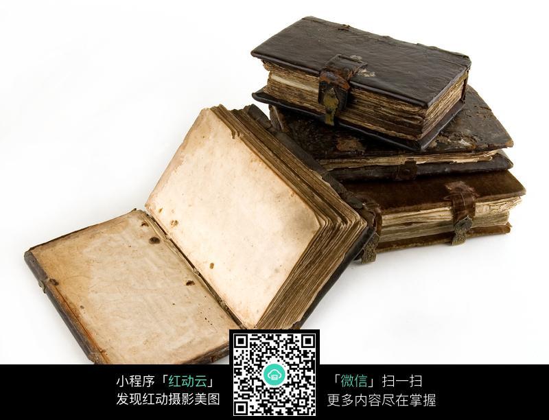 破旧的古代书本图片
