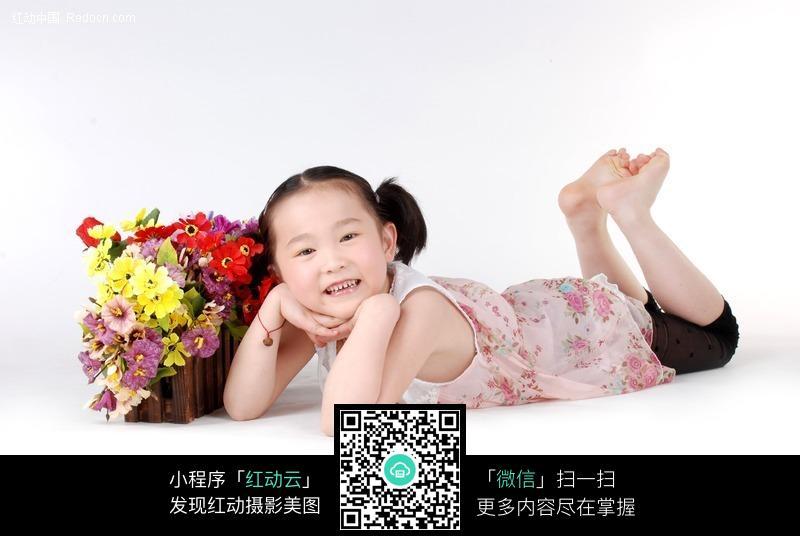 躺着的小美女摄影图片