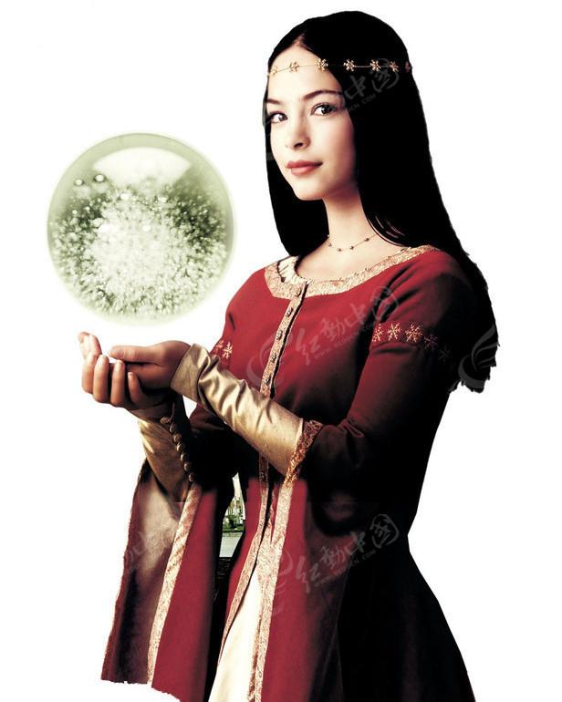 手托着水晶球的欧洲古典美女