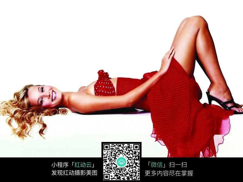 红色晚礼服美女图片