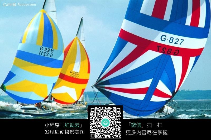 海上帆船冲浪图片
