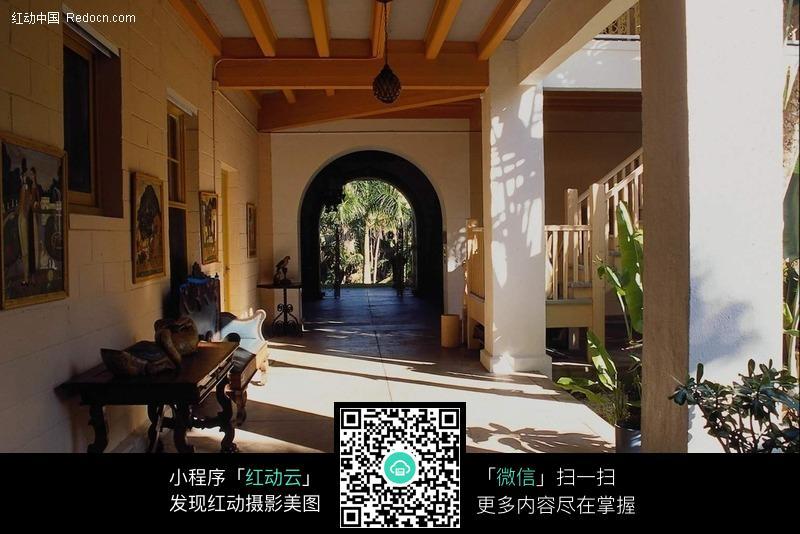 欧式建筑走廊风景图片