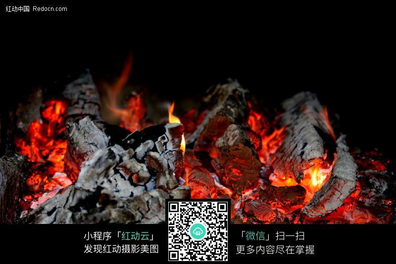 火焰图片-燃烧的木炭