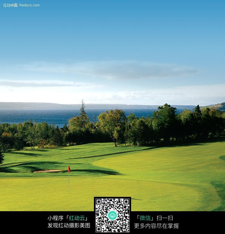 免费素材 图片素材 环境居住 城市风光 天空下的高尔夫球场  请您分享