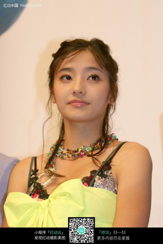 韩国美女明星 韩彩英图片