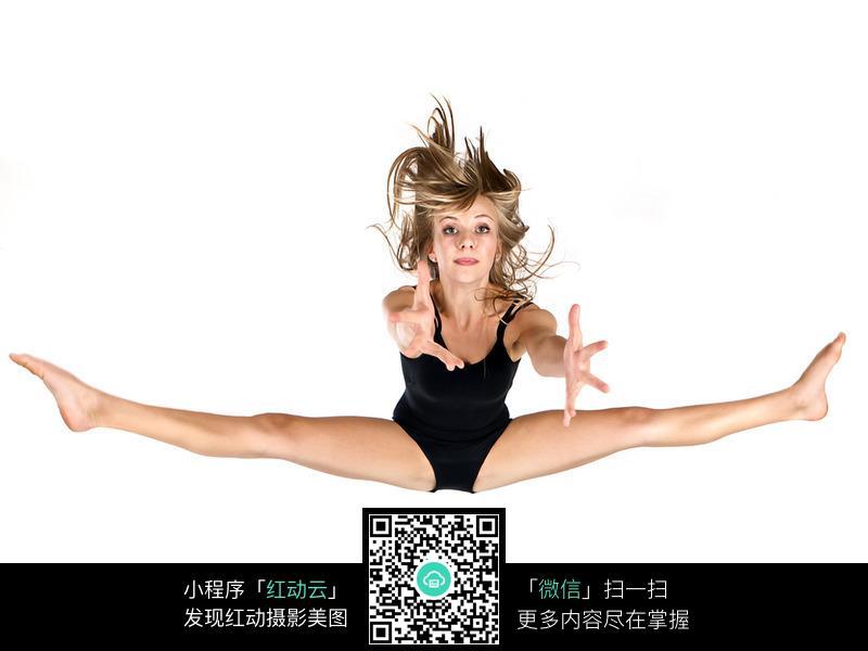 张开双腿舞蹈美女图片