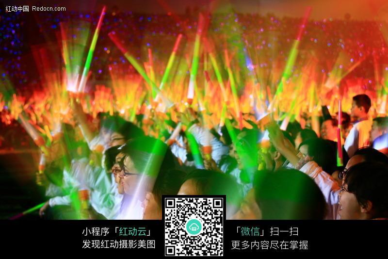 火爆的演唱会现场情景图片