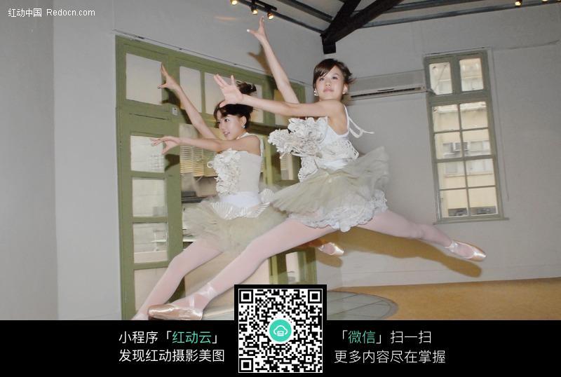 天鹅湖美女图片 青春美少女 跳起来的舞蹈美女 舞者 漂亮芭蕾舞女孩