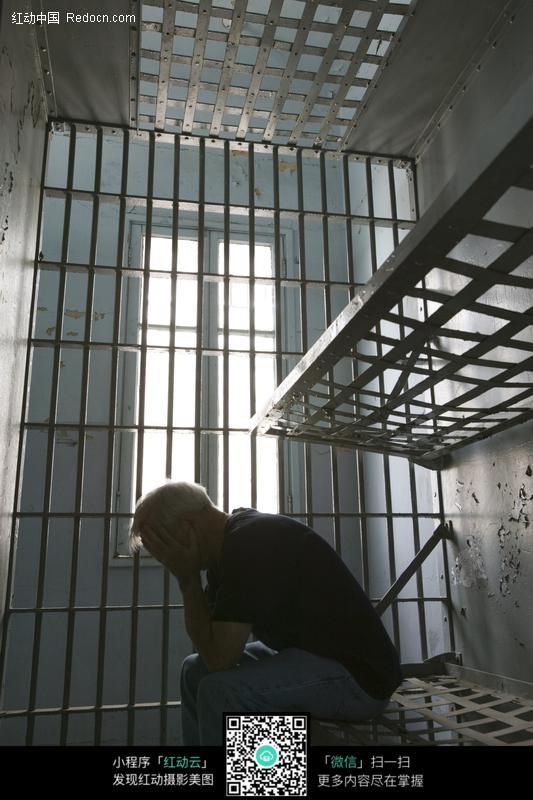 监狱男子图片