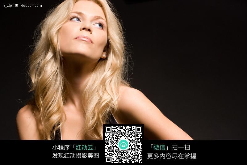 性感的图片外国美女图片_好感女性金发男性白珠菌女人染吗念能自己图片
