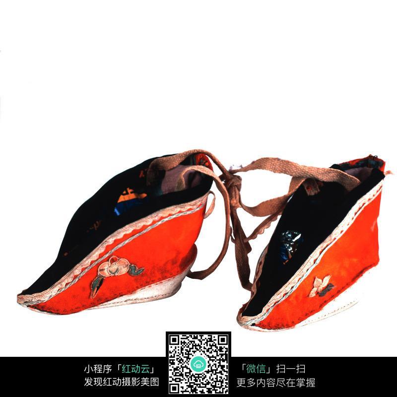 古代女人穿绣花鞋子
