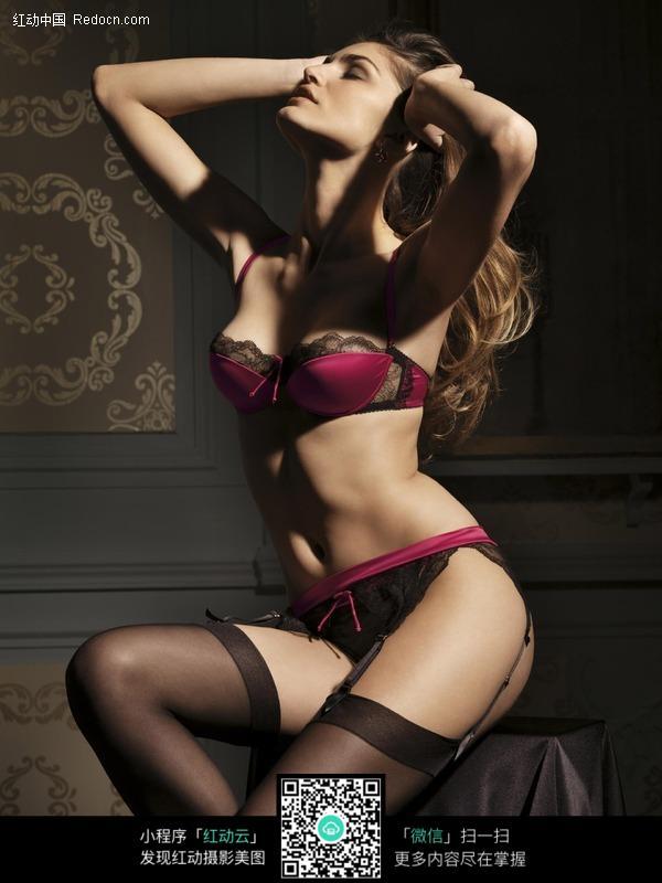 穿着红色内衣黑色吊带袜的模特美女图片 高清图片