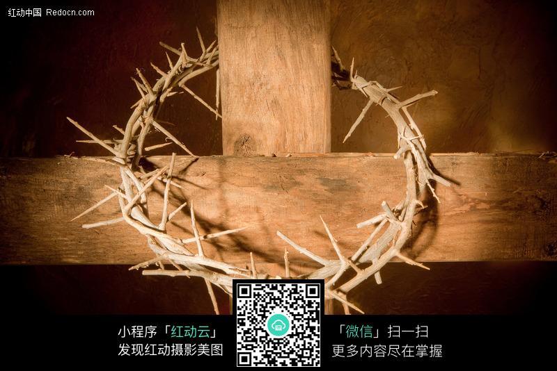 十字架上的荆棘图片