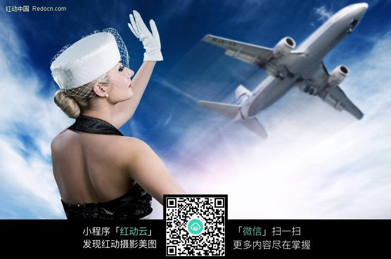性感招手美女与飞机图片