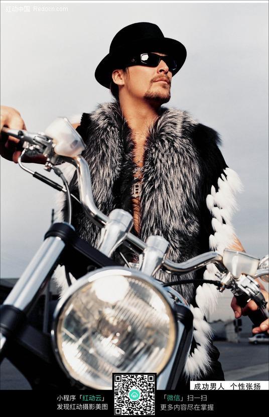 摩托车 模特 成熟 眼镜 帅哥图片 帅哥照片 男人图片 人物素材 摄影