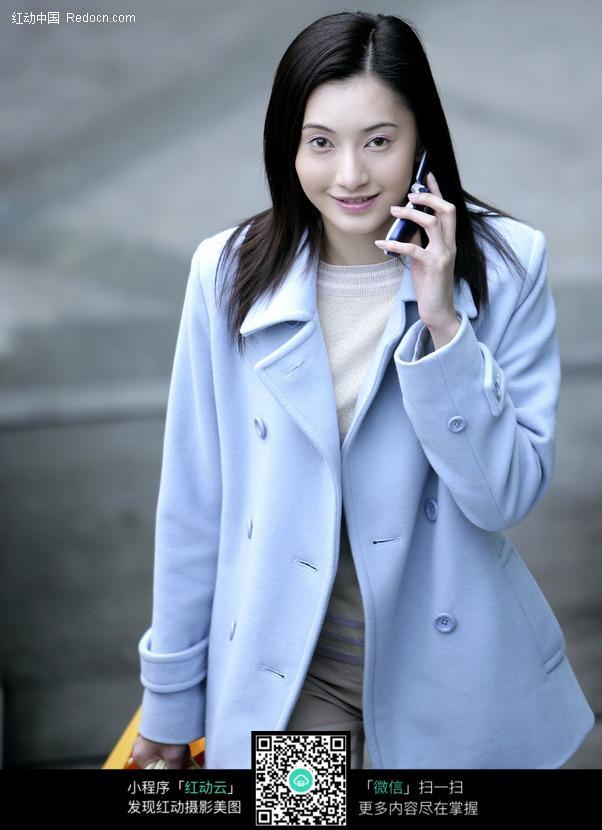 接电话的美女图片_日常生活图片