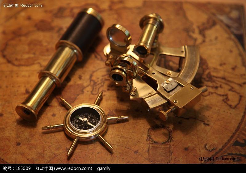 古地图望远镜标尺指南针图片
