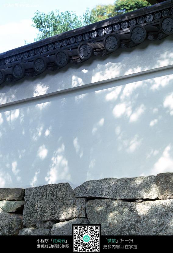 白墙灰瓦围墙