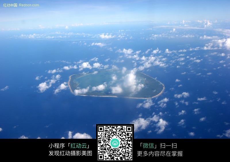 蓝天 白云 云彩 云朵 天空 海洋 小岛 蓝色海水  风景图片 摄影图片