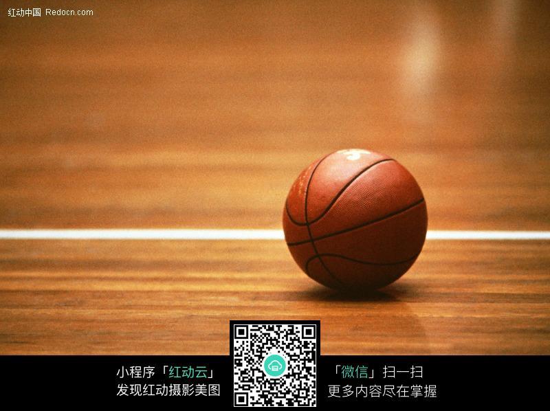 免费素材 图片素材 生活百科 体育运动 篮球场的一个篮球