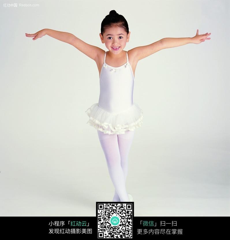 手绘  小女生跳舞