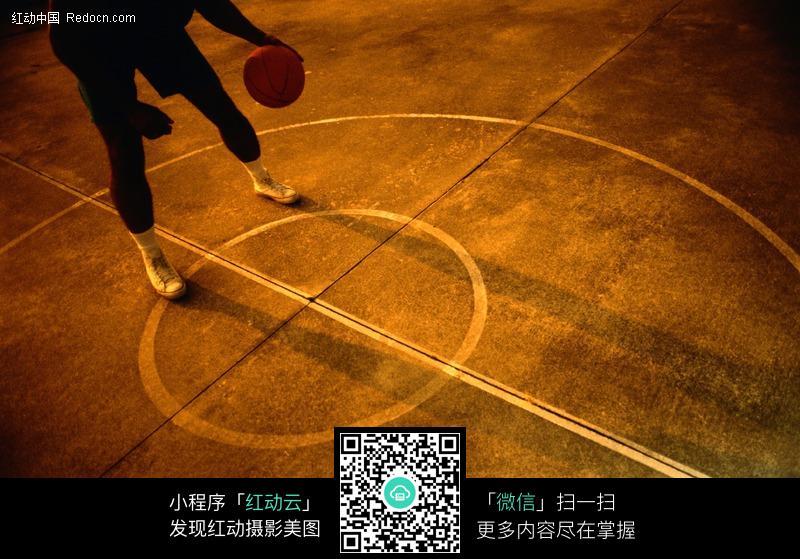 篮球场唯美图片背景_爱篮球爱帅哥最爱会打篮球的帅哥立方网