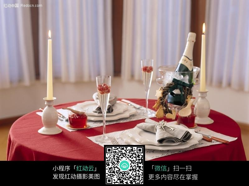 精心布置的西餐餐桌