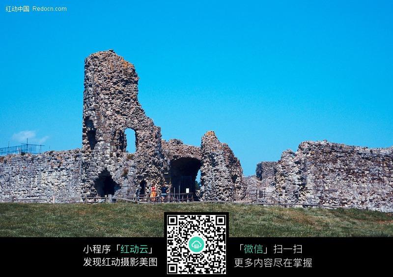 海边的古城墙遗址图片