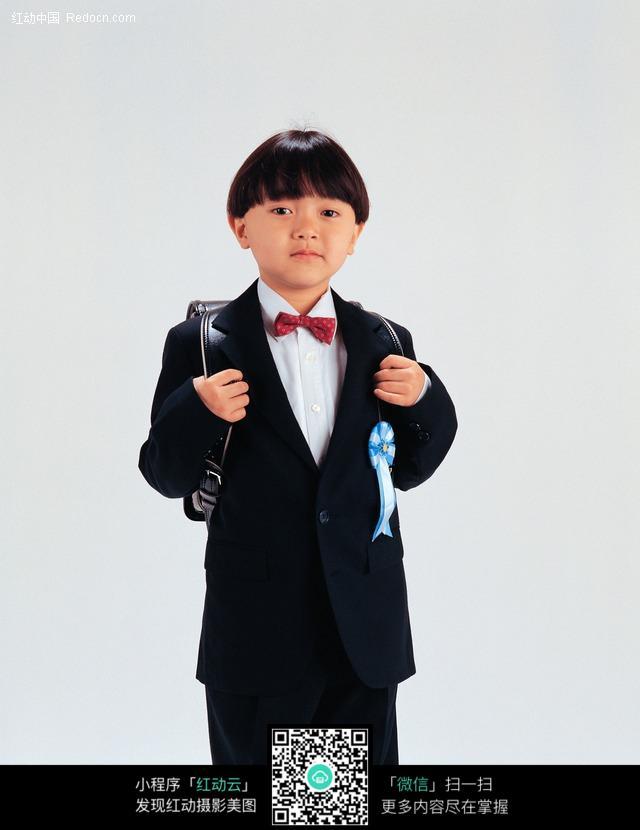 穿着校服的男孩图片