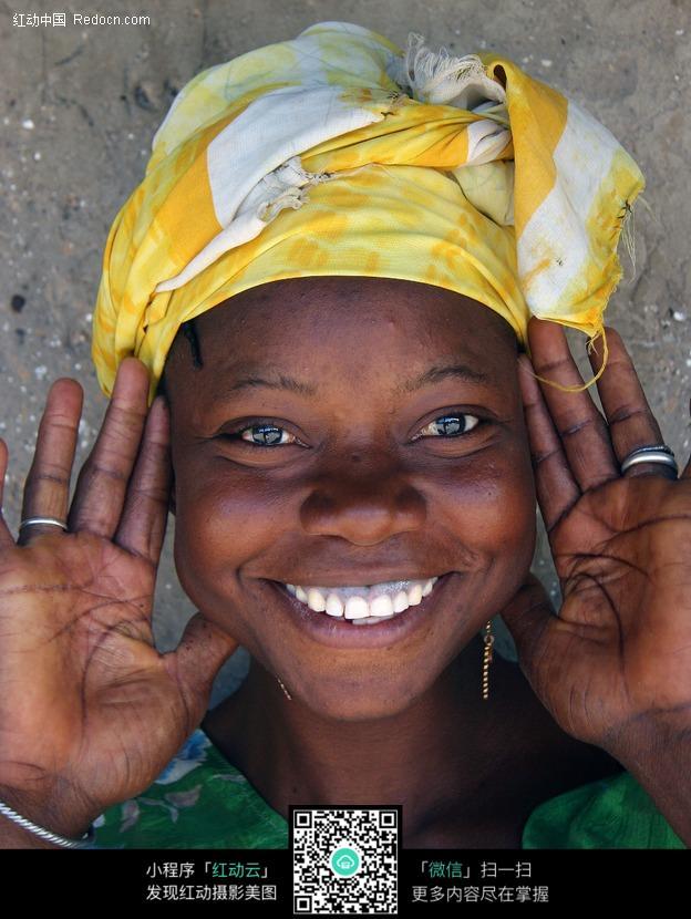 微笑的非洲黑人图片