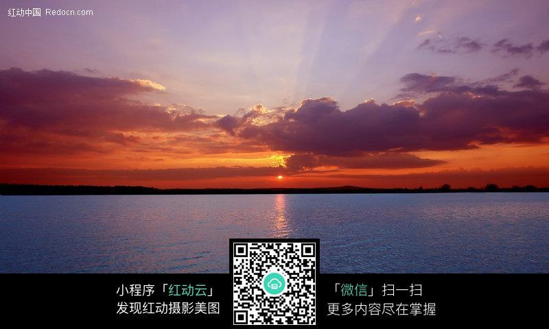 傍晚时候河面景色图片图片