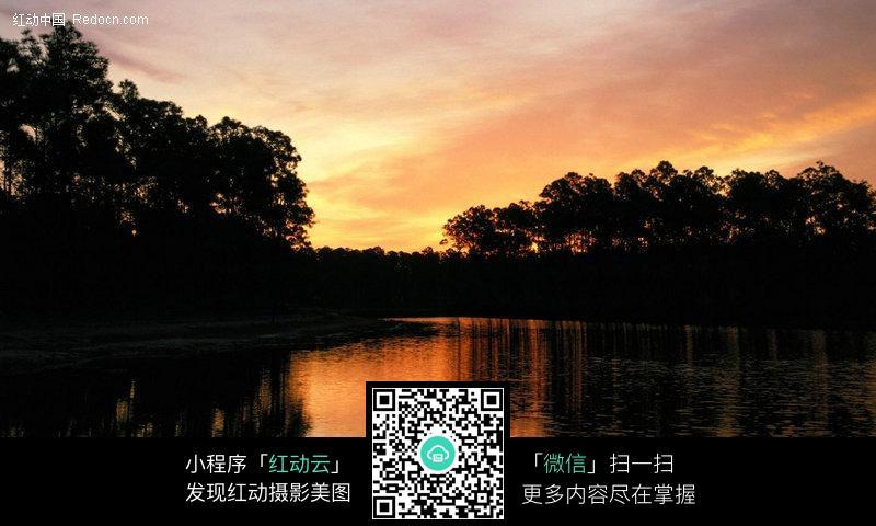 夕阳下湖面图片_自然风景图片