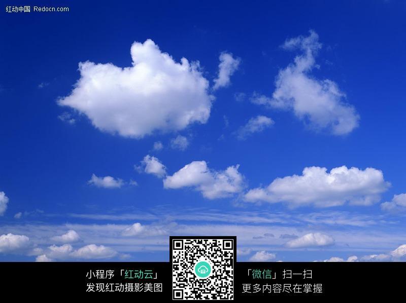 蓝色天空云朵图片