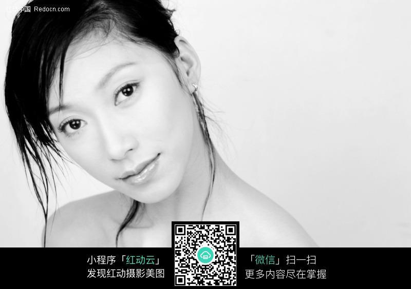 黑白照片气质美女