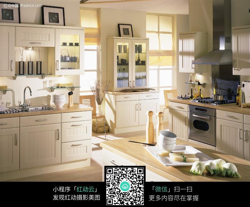 整体厨房餐桌 时尚整体厨房 整体厨房图片素材 欧式风格整体厨房 白色