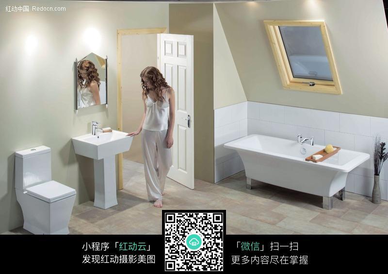 浴室女人欧美图片_