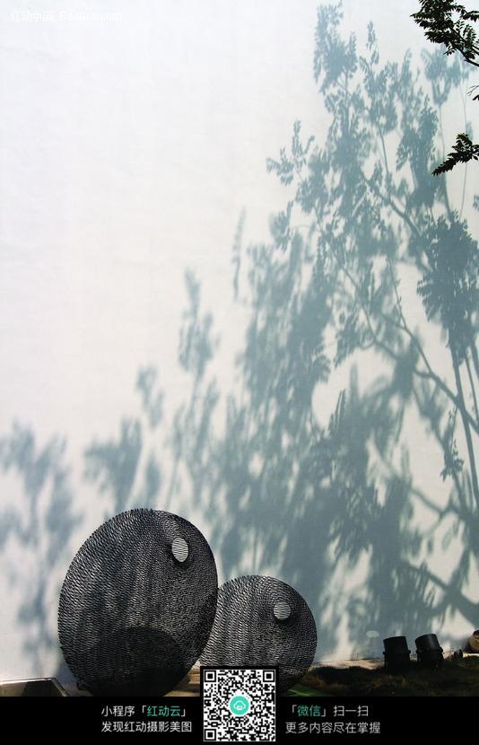 石头和树影图片_建筑设计图片