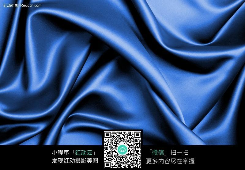褶皱的蓝色绸缎背景素材图片