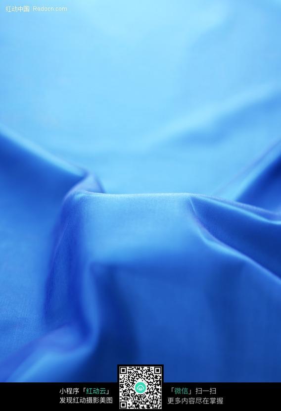 褶皱的蓝色布料背景素材