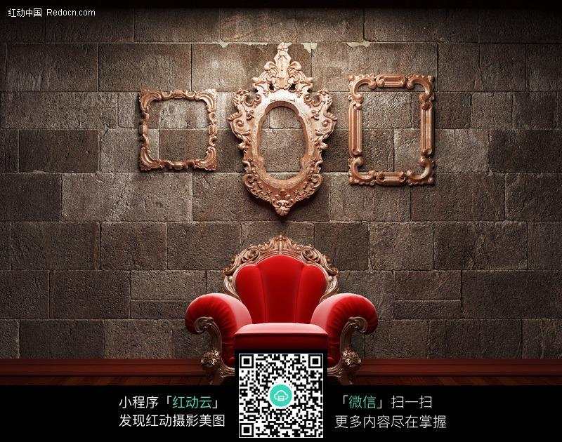 精美沙发和墙上的欧式立体镜框